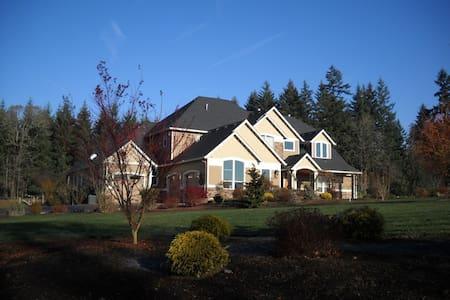 Countryside Estate Luxurious Master Suite Main FLR - Brush Prairie - Hus