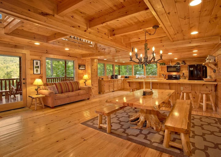 Roomy cabin with hot tub, four fireplaces, pool table, and pool access