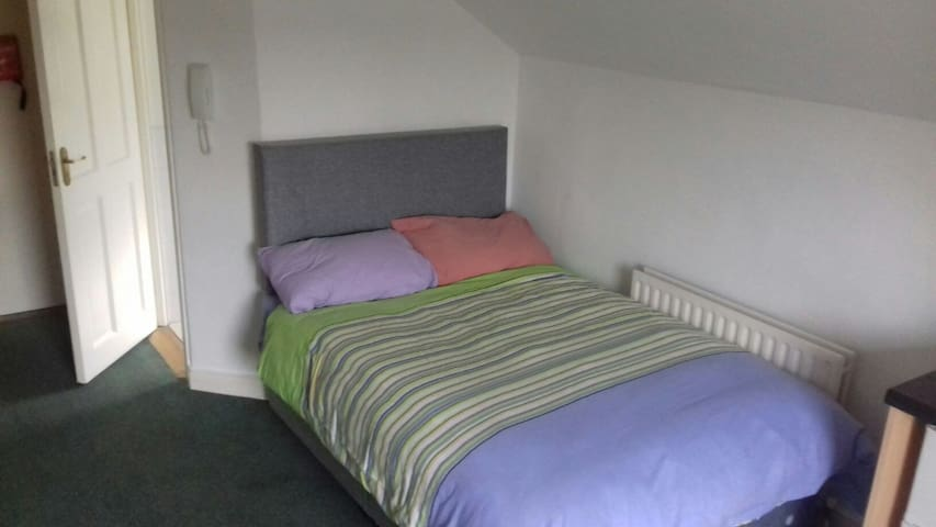 Compact Loft studio/Kitchen/Double Bed/BedLinen R6 - Dublin