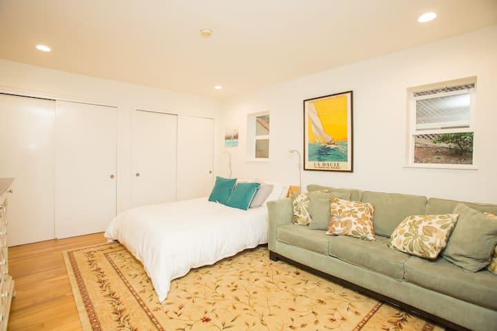 Bright Garden Retreat ☀️$5M Zip ☀️Parking ☀️Sun Deck