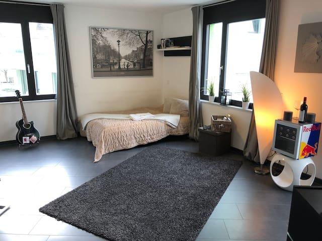 Gemütliche Wohnung direkt am Rhein - Toplage!