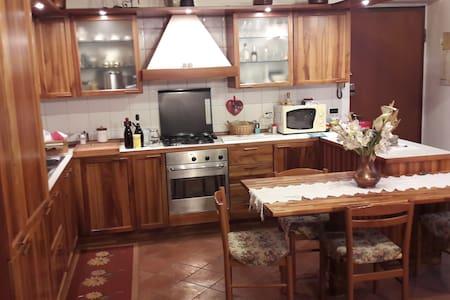 Confortevole alloggio a due passi dal lago di Como - Lipomo (Como) - Apartmen
