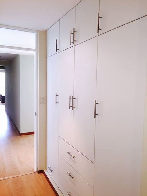 Closet en los dormitorios // Bedroom closets