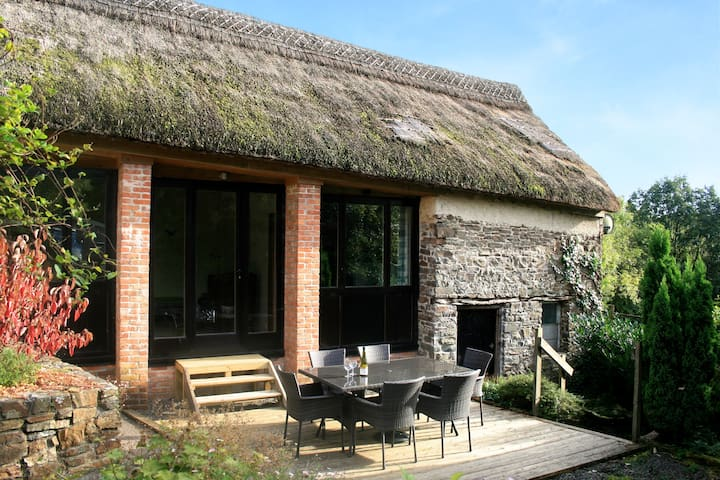 The Linhay - Rural thatched barn near great pub