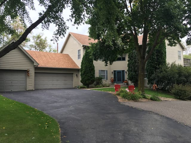 4 BR, 4BA entertainment home 10 miles to Ryder Cup - Minnetonka - Casa