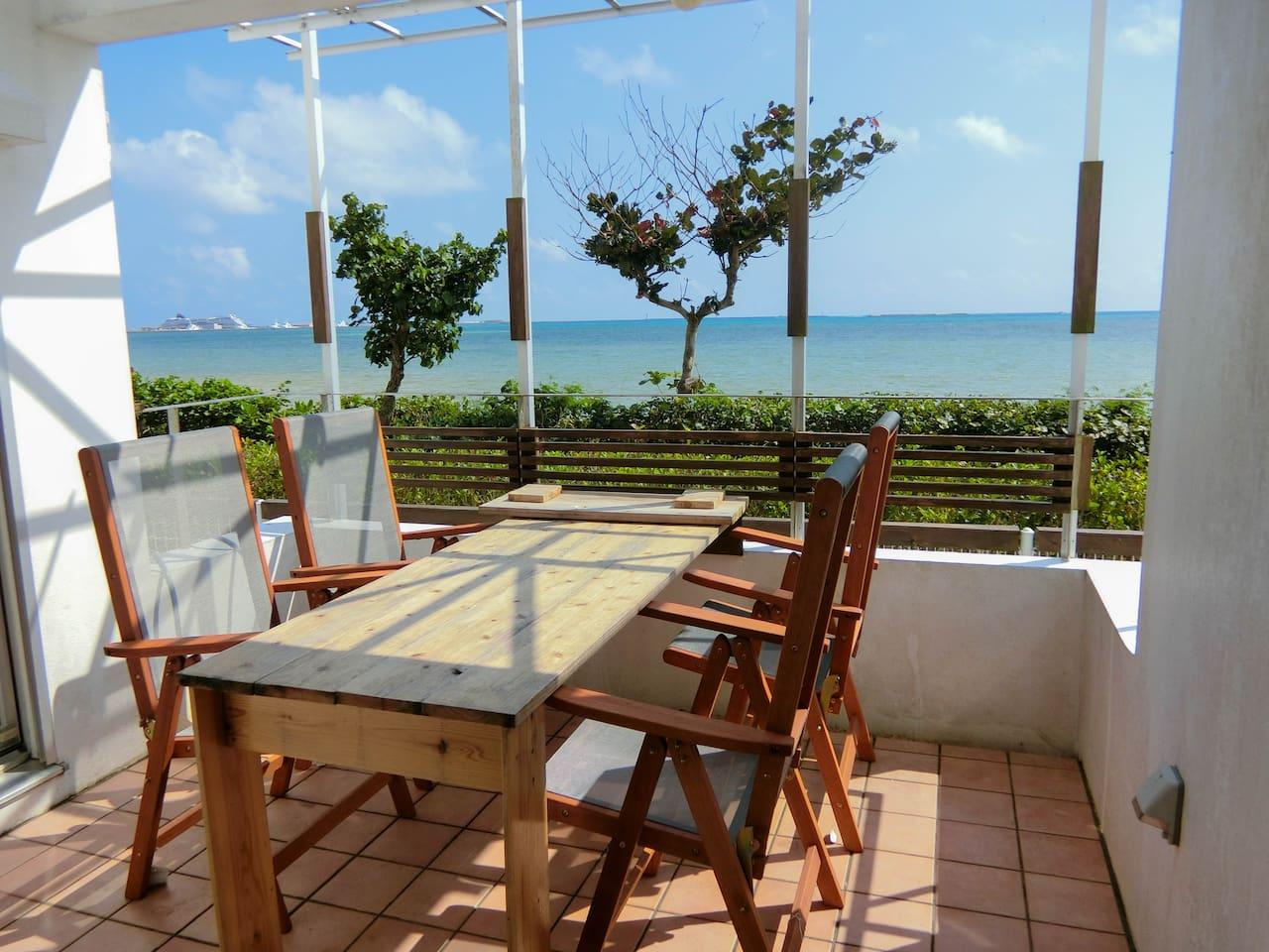 海の見えるバルコニー/Balcony with ocean view!