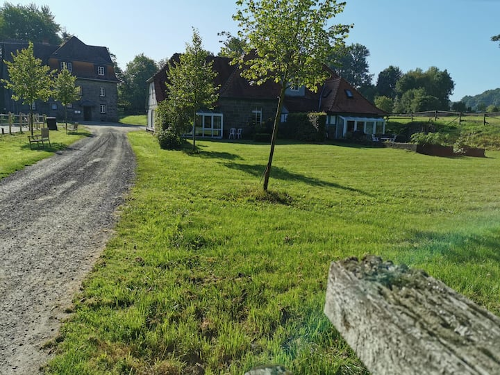 Landhaus mit Garten auf historischer Gutsanlage