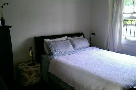 Large Room - Close to Airport - Tempe - House