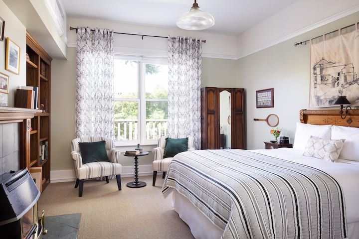 Field of Dreams Suite in Downtown SLO's Most Historic Boutique Hotel - Complimentary Breakfast