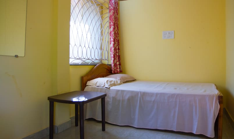 Comfortable room for solo traveller - Anjuna
