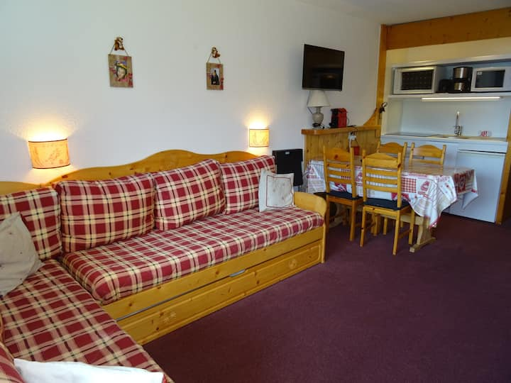 Charming studio for 5 guests close to the slopes and shops in Le Charvet village in Arc 1800