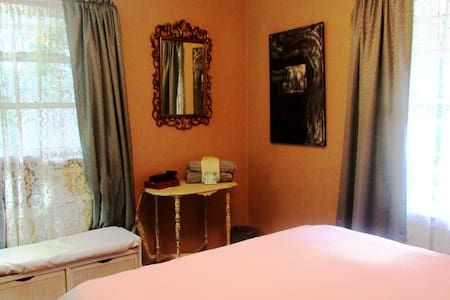 BEST  IN ***** BED! Downtown 15, Airport 6 - Hanahan