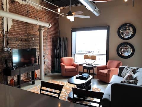 The Corporate Loft - Heart of Downtown Jonesboro