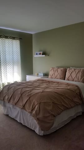 Private 2nd floor bedroom & bath - Charlottesville