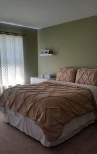 Private 2nd floor bedroom & bath - Charlottesville - Casa
