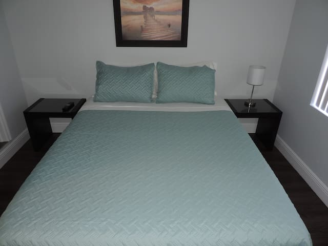 5 minutes from MIA airport /new & cozy guest house