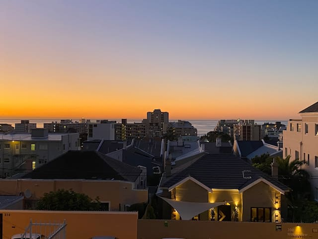 In the heart of Sea Point, central with Seaview