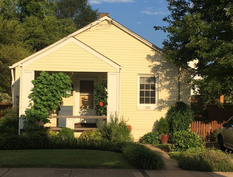 Adorable butternut cottage cottage in affitto a for Affitto cabina charlottesville va