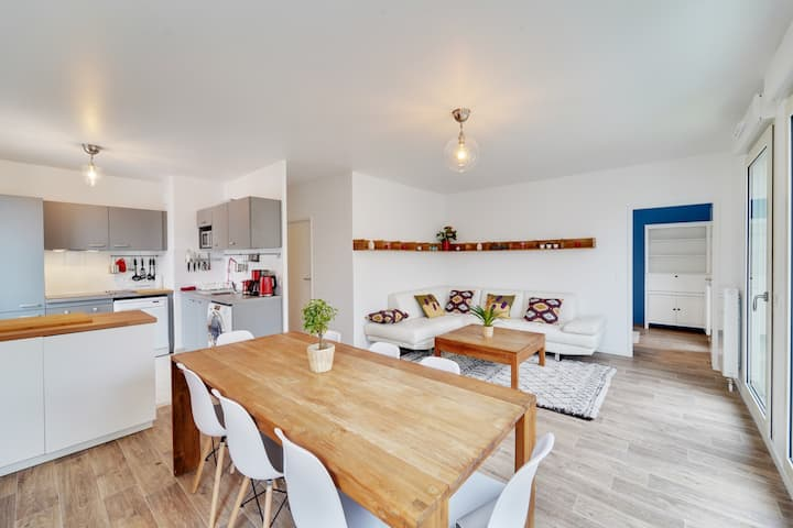 Chic and spacious apart with terrace and parking