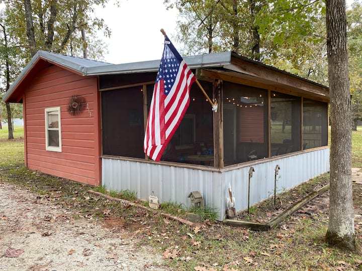 The Mudbelly Cabin near Lake Sam Rayburn