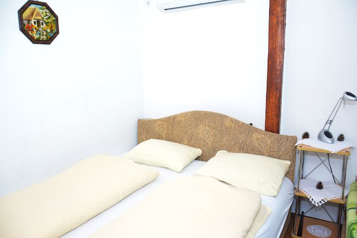 Deva - Cute TWIN beds Studio with Sea View
