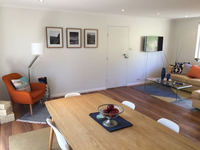 Quiet and stylish with leafy outlook - Lane Cove North - Apartmen