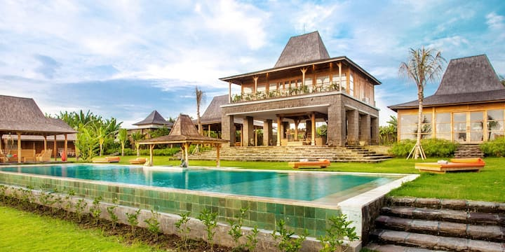 6 Bedrooms Large Pool Residence Facing Rice Fields