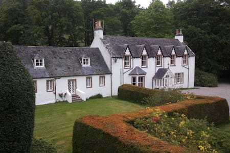 Comfortable sporting Lodge set in the Highlands - Highland