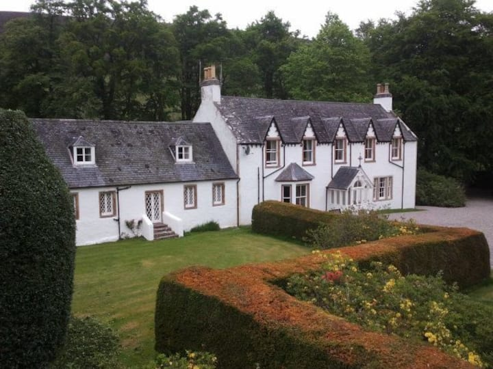 Cosy west wing of traditional Highland Lodge