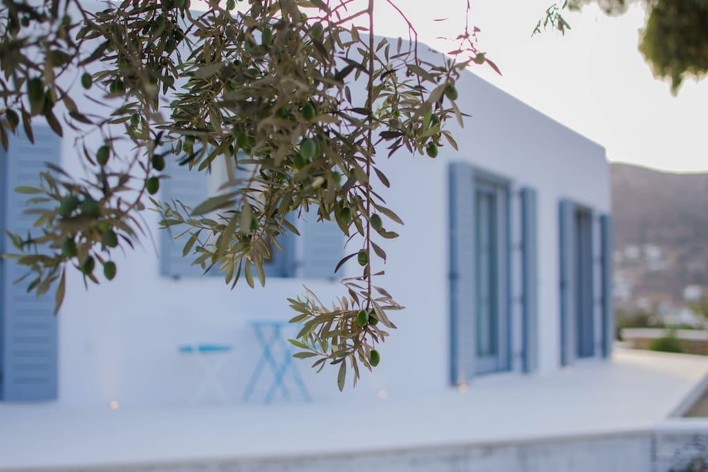 Cycladic House, Newly Built in 2017. Enjoy your privacy and a touch of luxury at affordrable price. Boutique Stay