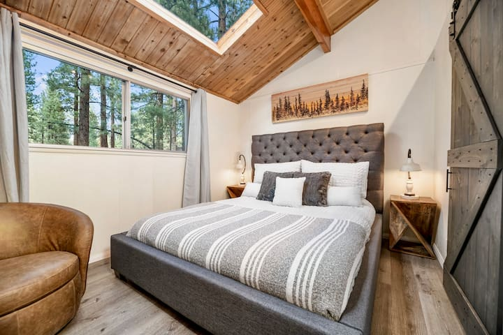 The indoors meets the outdoors with breathtaking views from the Master bedroom skylight. Also kick back and enjoy a book in the Italian leather swivel chair.