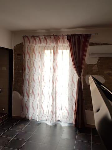 porta finestra piano superiore (camera da letto)