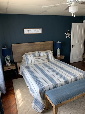 Queen Bedroom (Navy)