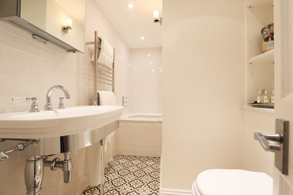 Gorgeous bathroom - inc. a lovely big bath tub (just about fits two people!)