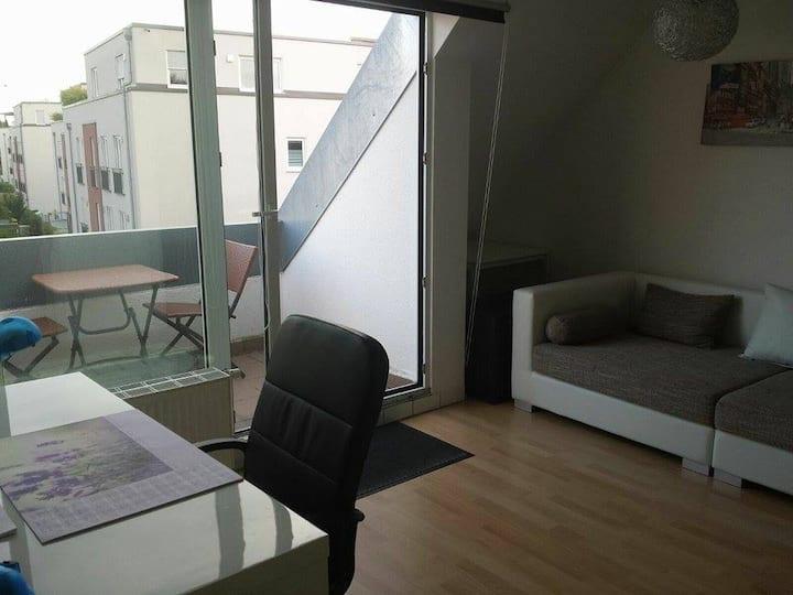 Charmante 2-Zimmer Wohnung mit Balkon in Augsburg