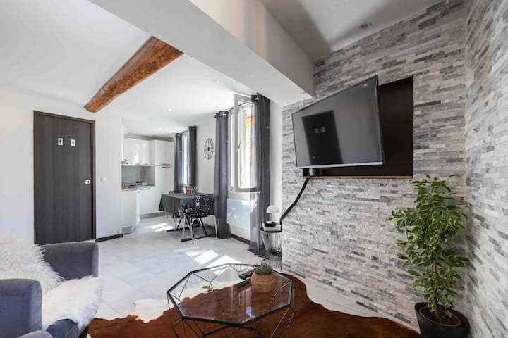 Charming loft in Nice's old town
