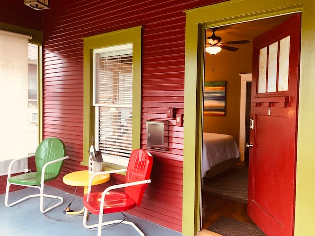 Lone Star Bungalow-Totally PRIVATE & CLEAN