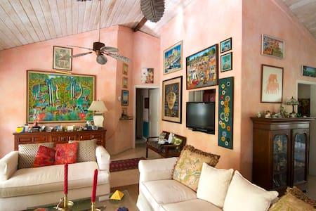 Bahamian Garden Getaway: Two Single Beds - Nassau