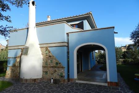 Villa signorile a 150 metri dal mare - Anzio - Villa