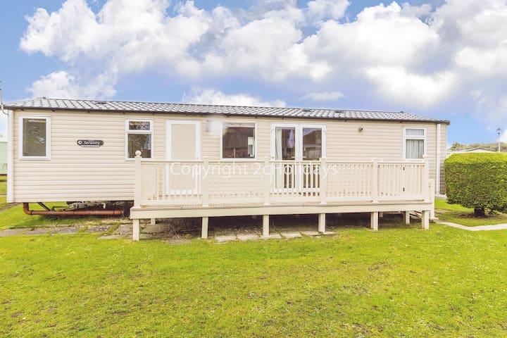 8 berth caravan to hire at Sunnydale holiday park Skegness Lincs ref 35211KD