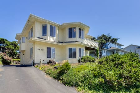 Updated family-friendly home with ocean views, chef's kitchen & game room
