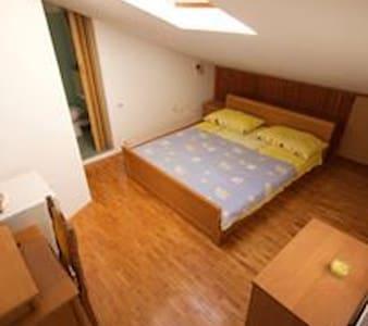 Room Josip - Peroj (Pula)  - Dom
