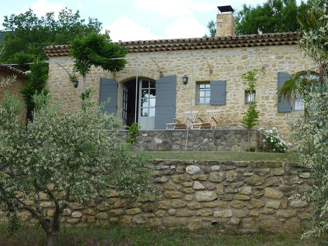 Charming country cottage near Lourmarin - Lourmarin - Bungalow