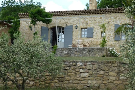 Charming country cottage near Lourmarin - Lourmarin - Bungalo