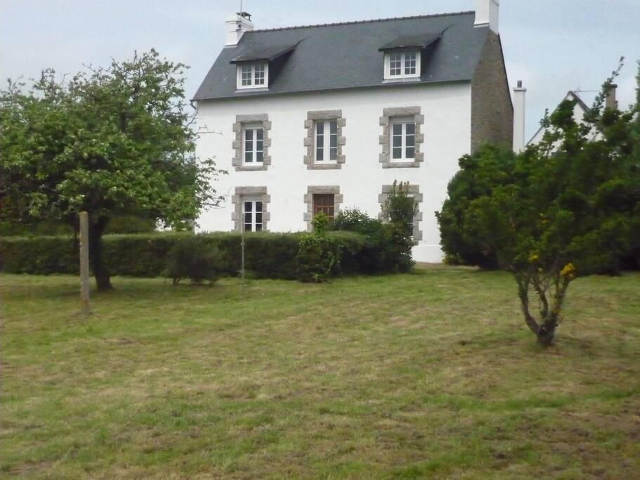 La maison et son jardin côté mer