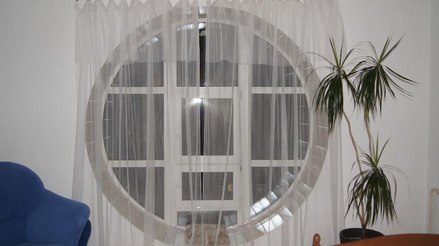 Квартира с оригинальным окном. - Petrozavodsk - Departamento