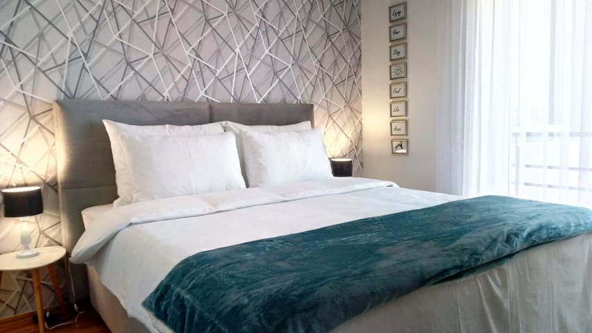 ★ It doesn't matter how shiny the destination you are visiting is if the sleep is not the proper one. That is why we pay so much attention when we are choosing the bed, the mattress, pillows, and linen...