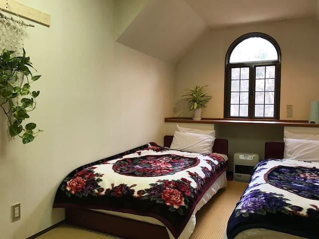 Japow House Myoko Private Twin Western Bed Room1