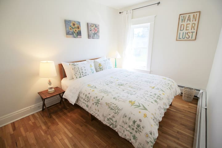Queen bedroom 3/3. High quality sheets, duvets & pillows on every bed. USB chargers included in every room. All bedrooms also include fresh bath towels & face towels.