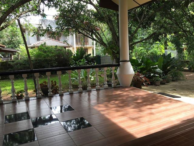 Charming house near the lake. - Kurunegala - Casa